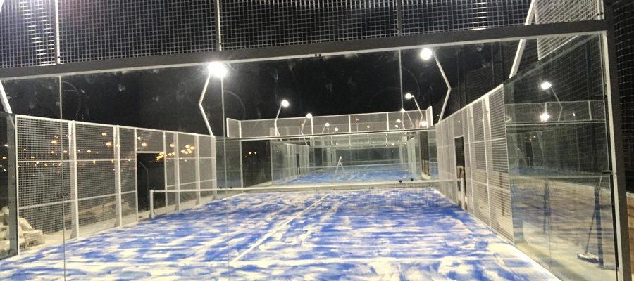 Pistas de pádel panorámicas instaladas en club Pádel Pro en Dubai