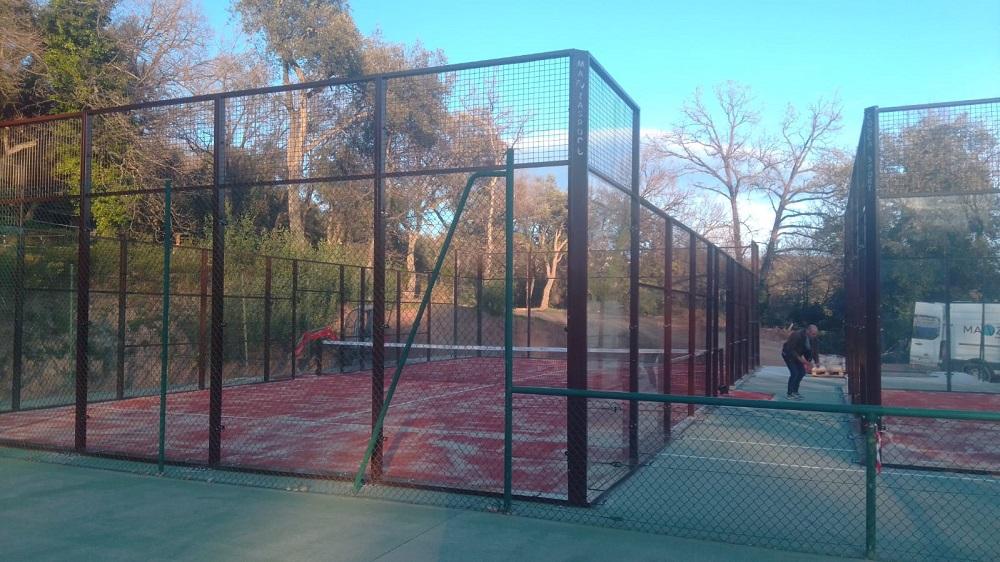Montaje 2 pistas de pádel Pro en Tennis club Les Adrets