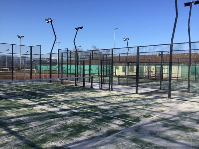 Instalación pistas de pádel en ASPTT Nevers Tennis - Francia