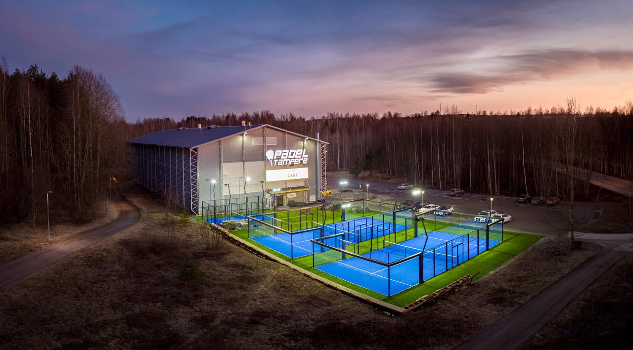 Club de pádel Tampere en Finlandia - Pistas panorámicas y baby de ManzaSport